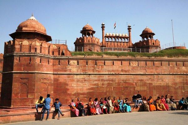 У посла Украины в Индии украли телефон во время селфи