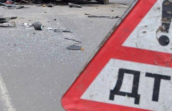 В Подмосковье в ДТП автомобиль влетел под ж/д платформу, погиб человек