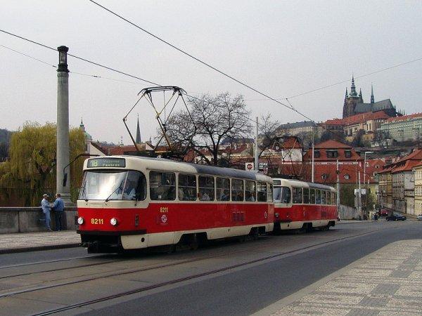 В Харькове трамвай переехал засмотревшуюся в телефон девушку, ей грозит ампутация ноги
