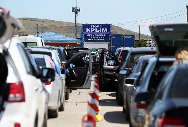 Из-за шторма на Керченской переправе скопились более двух тысяч машин