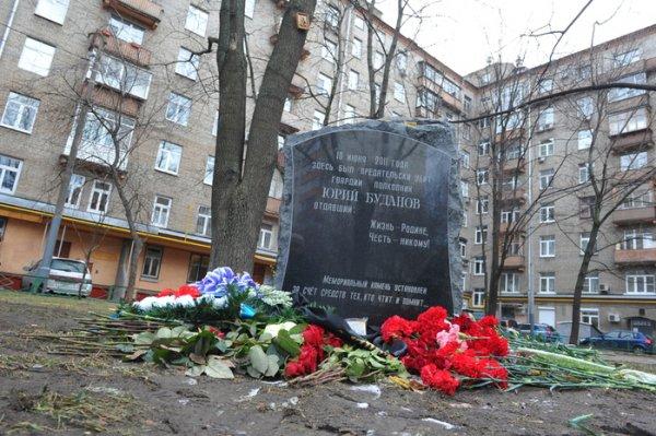 Мемориал Буданову в Москве был подожжен женщиной в хиджабе