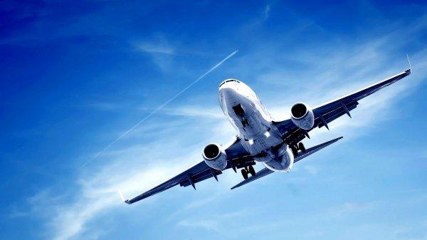 Пилот эмиратской авиакомпании умер на борту самолета