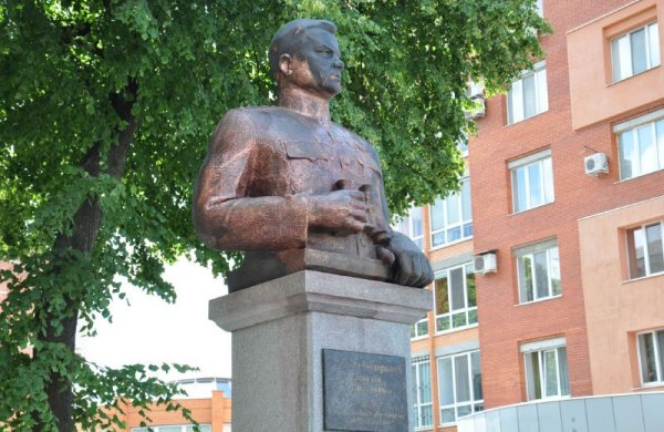 В Полтаве вандалы вновь осквернили памятник генералу Ватутину