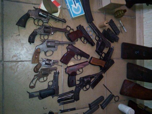 ФСБ обезвредила в России сеть подпольных оружейников, получавших товар из Украины