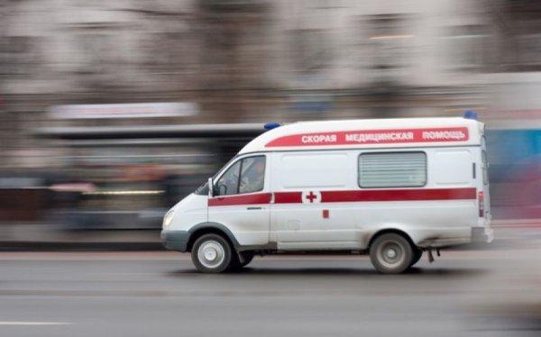 По Екатеринбургу разгуливала абсолютно голая женщина с детьми