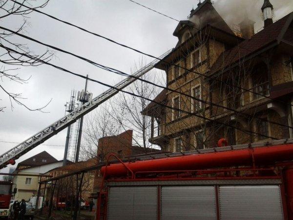 В историческом центре Краснодара произошел пожар в нежилом доме