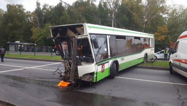 Три человека получили травмы в результате ДТП на юге Москвы
