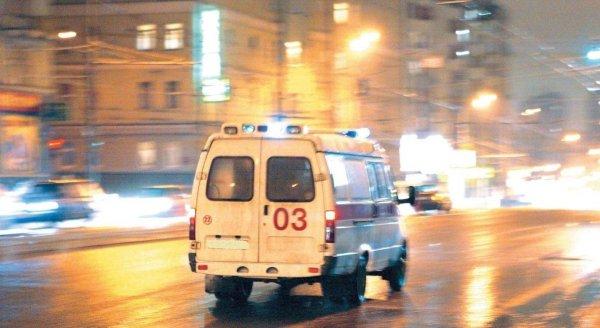 В центре Москвы мотоцикл BMW столкнулся с Bentley и загорелся