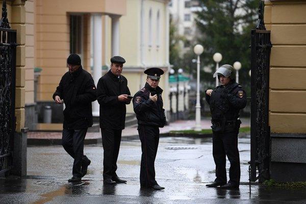 В Екатеринбурге жильцов дома эвакуировали из-за звонка о минировании