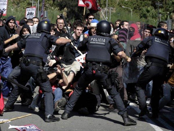 В Каталонии полиция применила резиновые пули против голосующих
