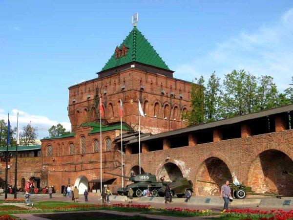 Школы и Кремль эвакуировали в Нижнем Новгороде после сигналов о минировании