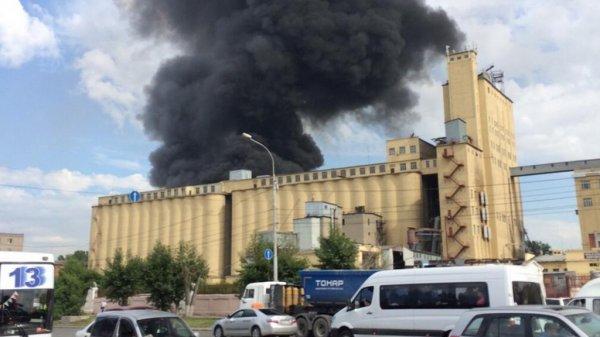 В Новосибирске произошло возгорание склада с кислородными баллонами
