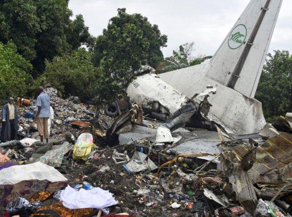 При крушении самолета в Африке погибло трое россиян