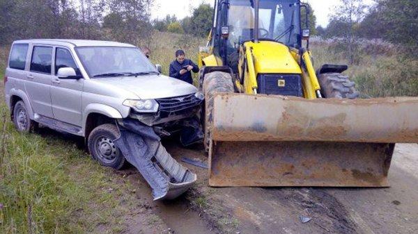 В Ленобласти тракторист протаранил полицейскую машину