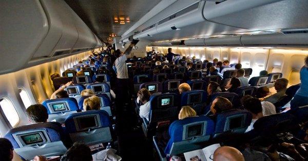 Пассажир, потерявший сознание во время рейса Москва-Кишинев, умер в аэропорту