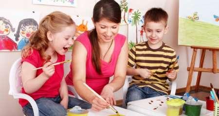 Выплата пособия по уходу за ребенком в России: срок выплат продлят до 7 лет