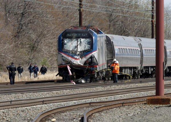 Выяснена причина, по которой в автобус врезался поезд в Покрове