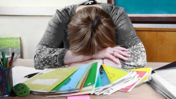 Учительница из Краснодара разрыдалась из-за слишком дешевого подарка