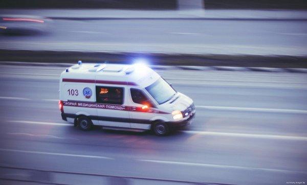 Из-за падения стены в Одинцово пострадали два человека