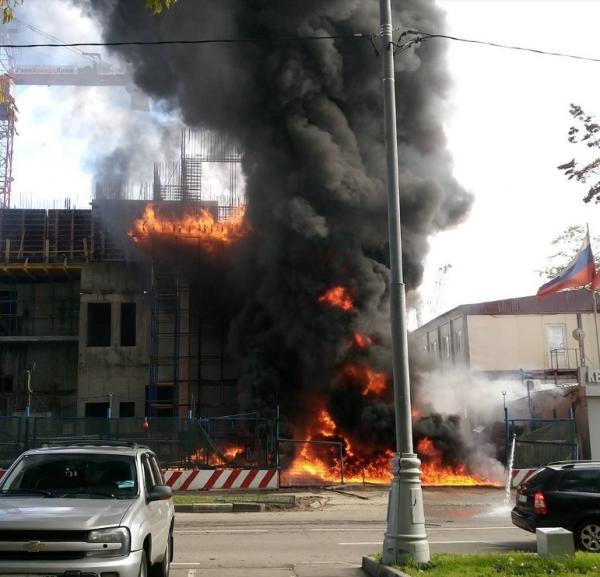 В Москве очевидцы заметили масштабный пожар