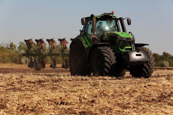 На Донбассе на поле подорвался тракторист