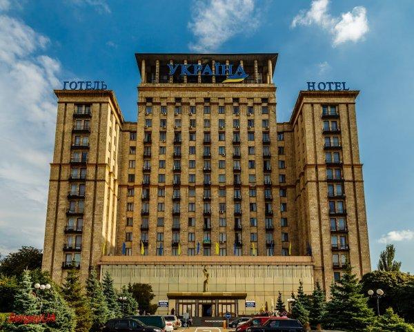 Из гостиницы Киева эвакуировали более 500 человек из-за сообщения о минировании