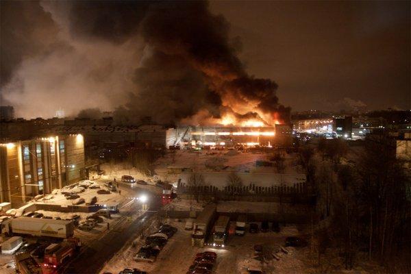 В Свердловской области пожар охватил цех по производству локомотивов