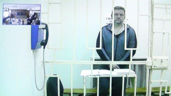 Экс-губернатору Кировской области перед началом судебного заседания стало плохо