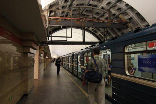 В Петербурге бесхозную вещь в метро «Спасская» проверили за семь минут
