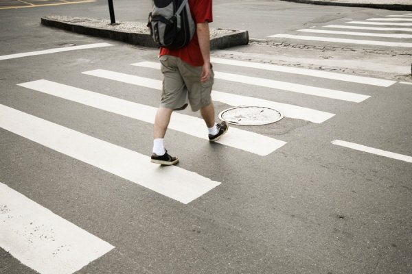 В Петрозаводске маршрутка сбила школьника на пешеходном переходе