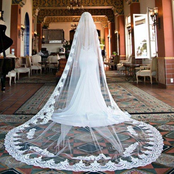 В Уфе свадебный кортеж попал в ДТП
