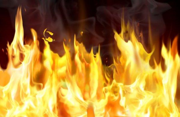 В складском здании в Москве полностью потушен пожар