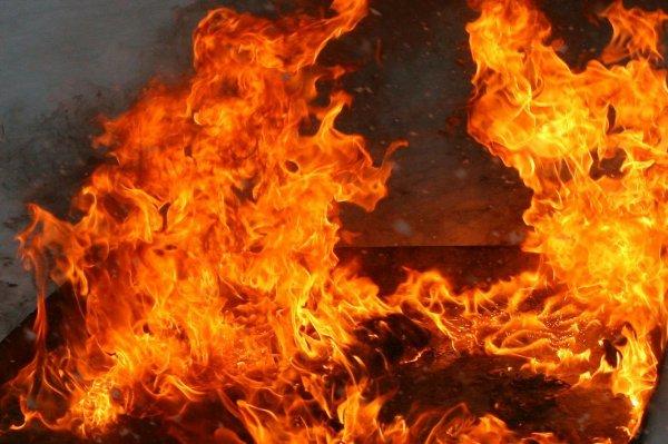 На Урале вследствие крупного пожара погибли двое мужчин