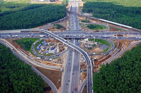 В Москве водитель-лихач устроил гонки по МКАД на скорости 270 км/ч