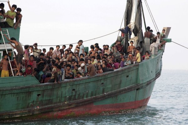 В Бангладеш затонула лодка с беженцами-рохинджа, есть погибшие