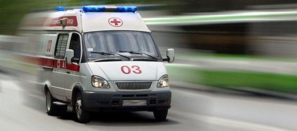 В Ангарске машина скорой помощи сбила дорожное ограждение
