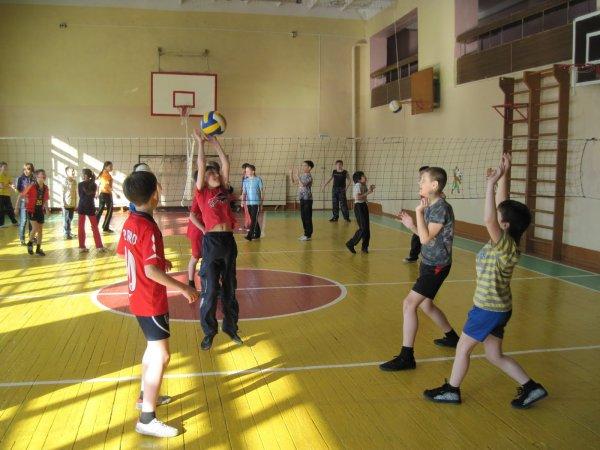 Во время урока физкультуры умер школьник из Красноярска