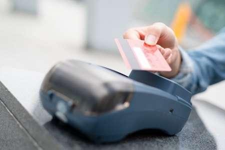 В России могут ввести запрет на снятие наличных с электронных «кошельков» без авторизации