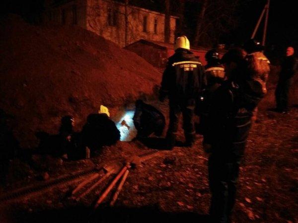 В Иркутске трое рабочих провалились под землю, один выжил