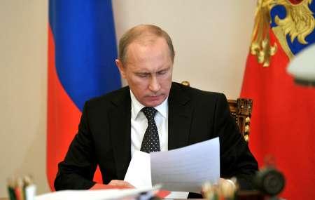 Путин подписал указ о снижении в 2018 году зарплаты президента России