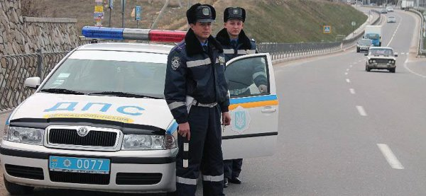 Украинские полицейские остановили вооруженного девятилетнего за рулем внедорожника
