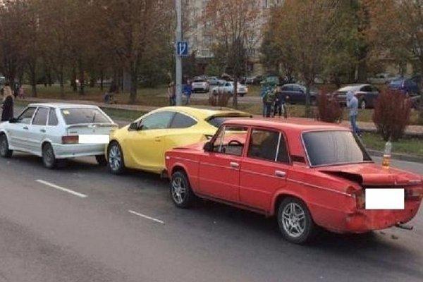 В Ставрополе неопытный водитель устроил тройное ДТП