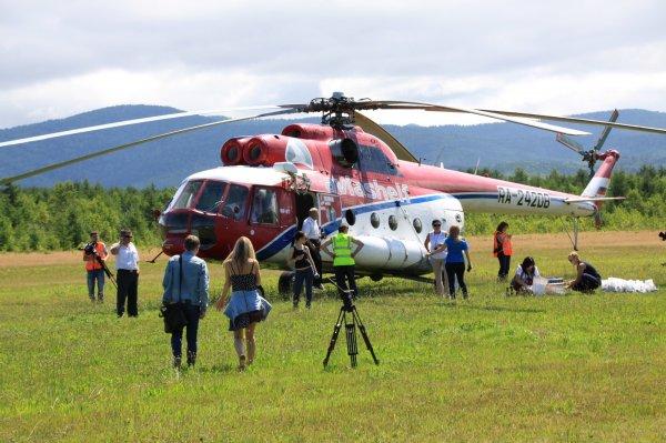 В Кении вертолёт с журналистами упал в озеро