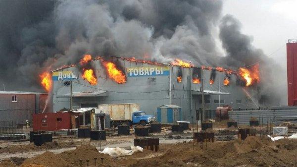 Площадь возгорания на рынке в Ростове достигла 1 000 квадратных метров