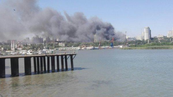 Ми-8 МЧС привели в готовность, чтобы потушить пожар на рынке под Ростовом