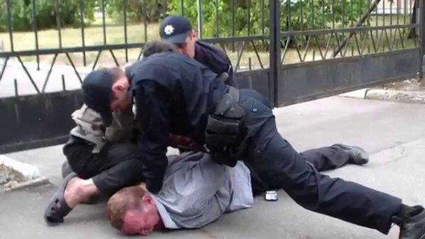 В Москве задержан мужчина за танец на полицейском автомобиле