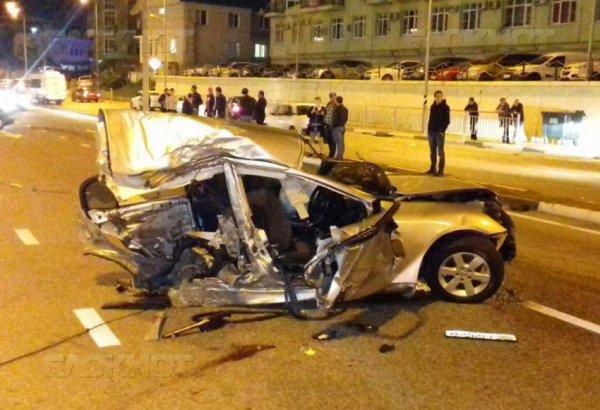 В Сочи автомобиль с абхазскими нормерами разорвало на две части