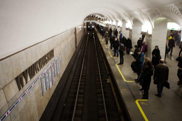 Движение поездов по серой ветке московского метрополитена заблокировано
