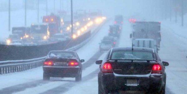 Первый снег в Новосибирске вызвал девятибалльные пробки