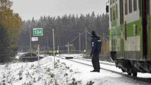 В Финляндии при столкновении поезда с БТР погибли четыре человека